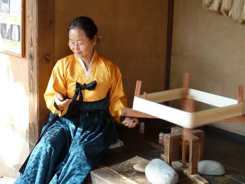 Spinning silk thread