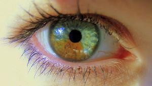 Un láser para volver azules los ojos marrones