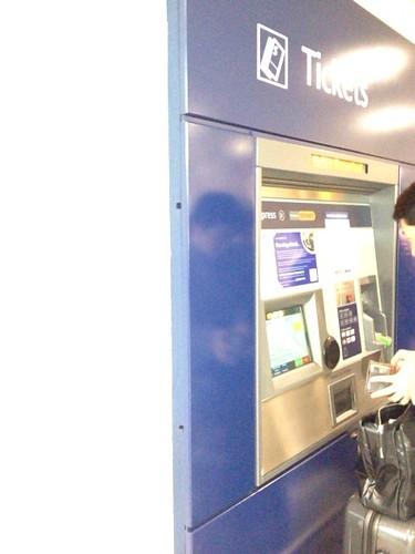 ヒースロー・エクスプレスのチケット券売機
