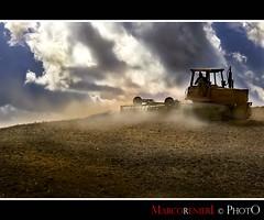 Arando la terra (marcorenieri) Tags: campagna tuscany toscana terra controluce collina aratura marcorenieri dblringexcellence tplringexcellence