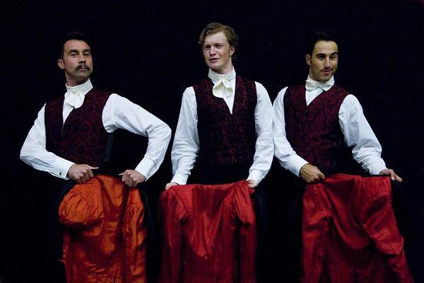 Dancers from La Traviata © Neil Gillespie/ROH 2011