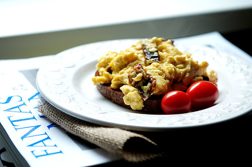 Scrambled eggs with sun-dried tomato & parmesan