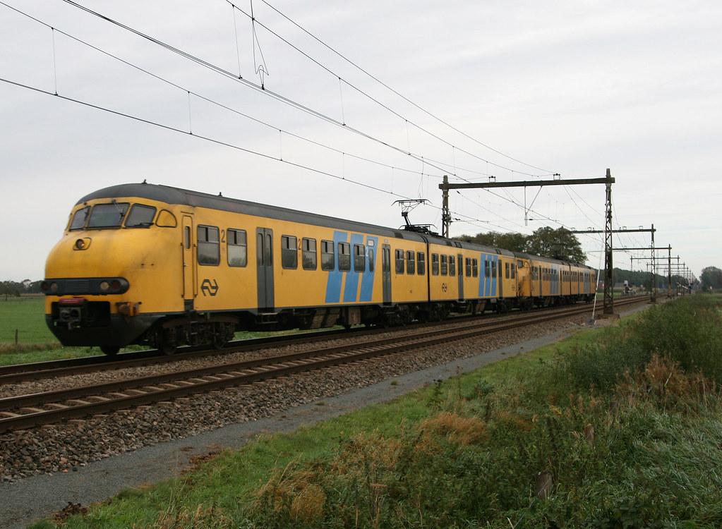 Plan V stellen 946 en 469 onderweg als stoptrein na Dv