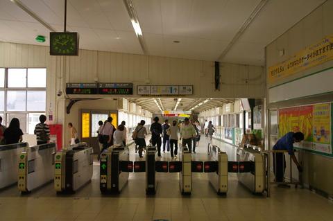 つるみカミン解体後の鶴見駅