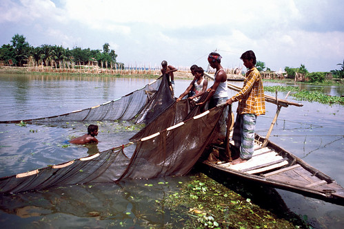 Small-scale fisheries, Bangladesh. Photo by Mark Prein, 2006