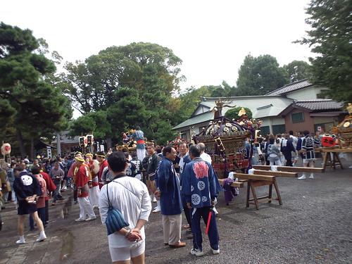 和樂備神社境内に各お神輿が集まってきています。早くも肩痛い (>_<)