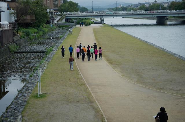walking-throng