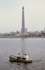 Boating on the Taedong river (Frhtau) Tags: party people sculpture tower monument stone river fun boats republic capital north korea foundation peoples national turm democratic denkmal pyongyang dprk partei juche nordkorea taedong
