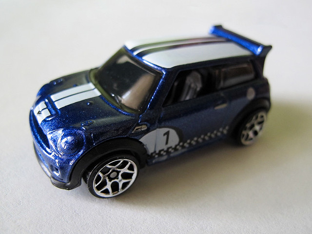 Blue Hot Wheels MINI Challenge