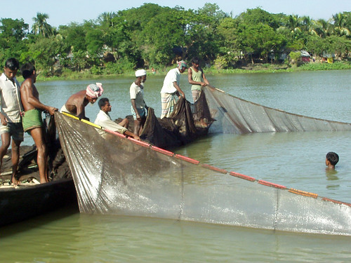 Small-scale fisheries, Bangladesh. Photo by Nadi Arif, 2006