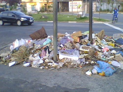 Lixo da feira de domingo (06/11)