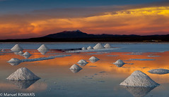 Salar de Uyuni, Bolivia (Manuel ROMARS) Tags: sunset cloud white lake salt bolivia mines dried salardeuyuni manuelromaris