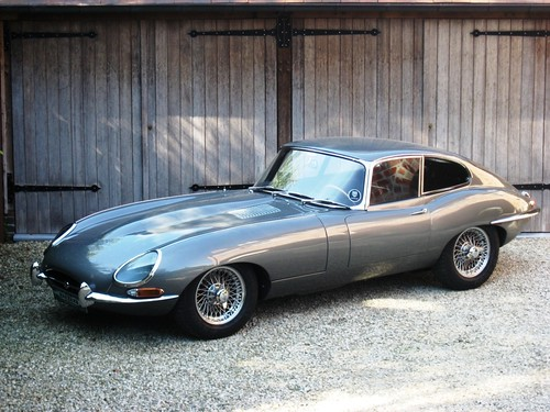 Jaguar E-Type 3.8 Series 1 FHC (1962).