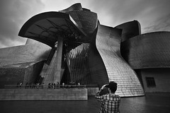 Roberto at the Guggenheim. Bilbao (Spain) (Photos Without Borders) Tags: bw spain alone cityscape exterior bilbao guggenheim basquecountry canoneos5d olympusomzuiko18mmf35 peopleknowntome