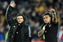 Piri Weepu and Ma'a Nonu thank the crowd 16/10/2011