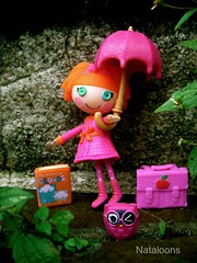 Mini Lalaloopsy Bea Plays in the Rain