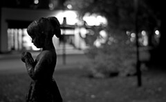 Midnight Prayer (krissen) Tags: blackandwhite girl silhouette statue night evening prayer pray midnight be natt flicka svartvit staty kvll bn midnatt fotosondag fs111023