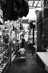 El Chainin' (The Shining) (Starship Jones) Tags: city mexico kid df child market tricycle mercado nio federal shining tlalpan triciclo distrito 2011 starshipjones chainin