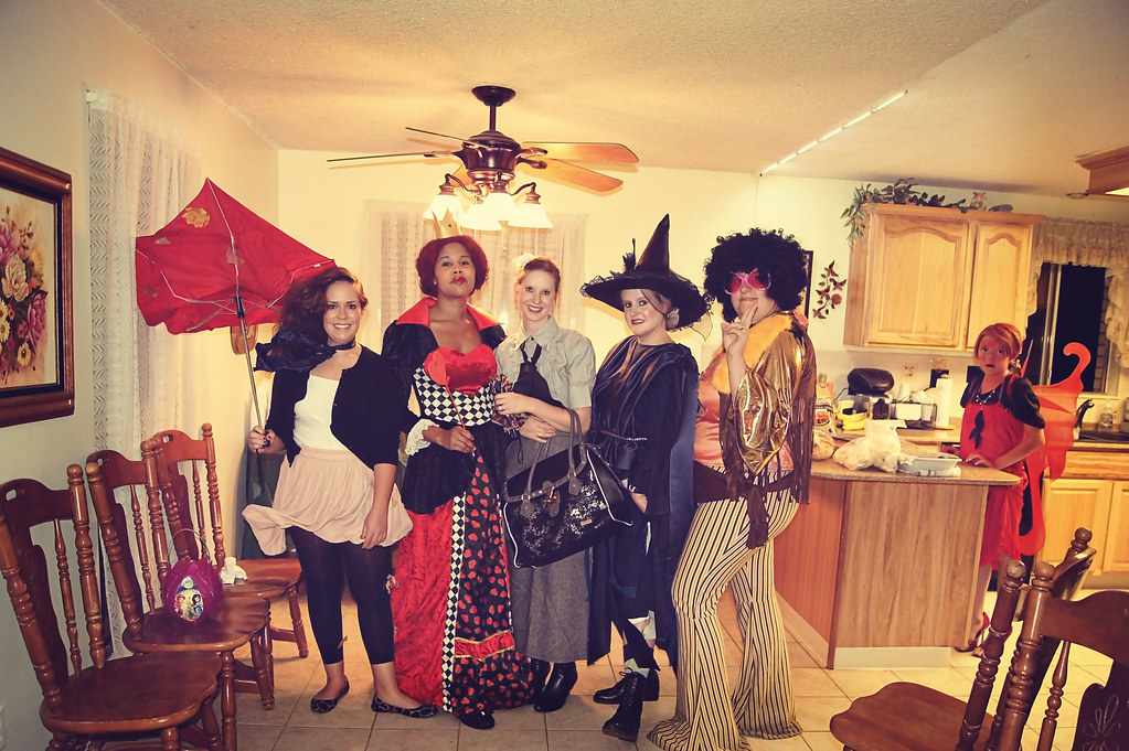 2011halloweenparty13