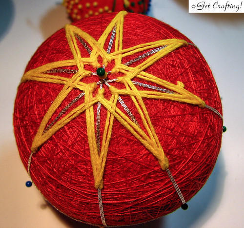 Temari - starting an 8 point star pattern
