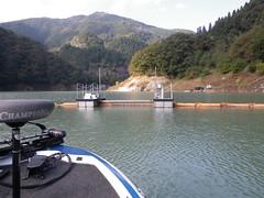 神流湖の濁水フェンス