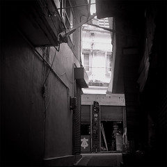Alley of Okinawa (ari@098) Tags: tlr monochrome mediumformat square alley 400tx d76 okinawa 120mm 80mm 66 ricohflex newdia