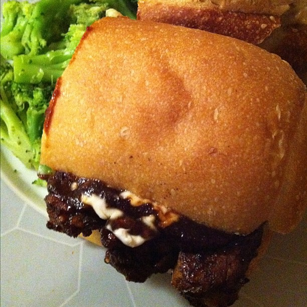 Seitan ribz sandwich