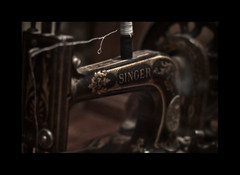 singer (abelus wallas) Tags: old singer hilo sewingmachine antiguo sewingthread 500d maquinadecoser