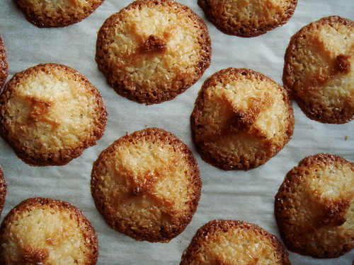 Ultimate Coconut Macaroon: Spread Out