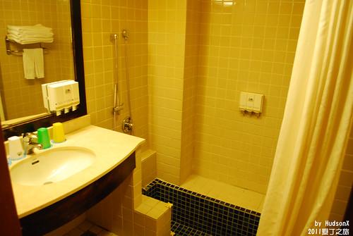 浴室有個小浴池