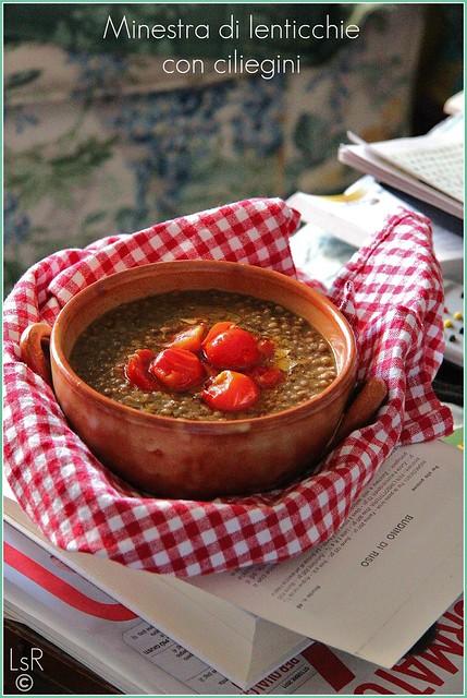 minestra di lenticchie con ciliegini