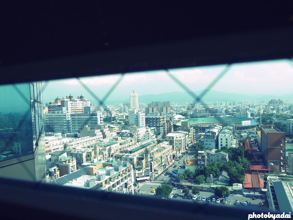 2011.11.12 台中一中街_GRD4