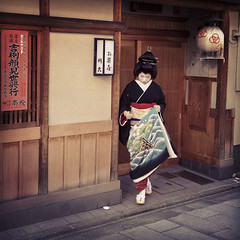 (yocca) Tags: nov woman japan female kyoto geiko  500views 4s iphone 2011  50favs   picstitch miyagawachou  instagram