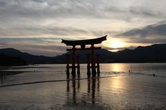 Miyajima (Sander Wisman) Tags: city people nature japan night canon twilight hiroshima miyajima 5d mkii itsukushima