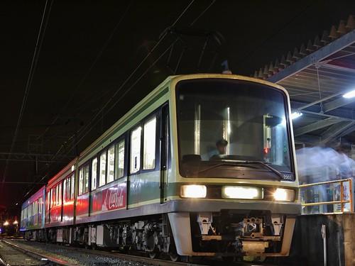 江ノ電2002F+2003F稲村ヶ崎行き最終電車@長谷