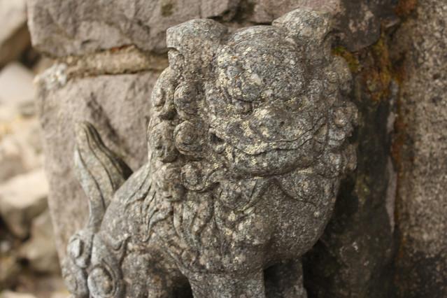 岩木山山頂神社の狛犬(左)