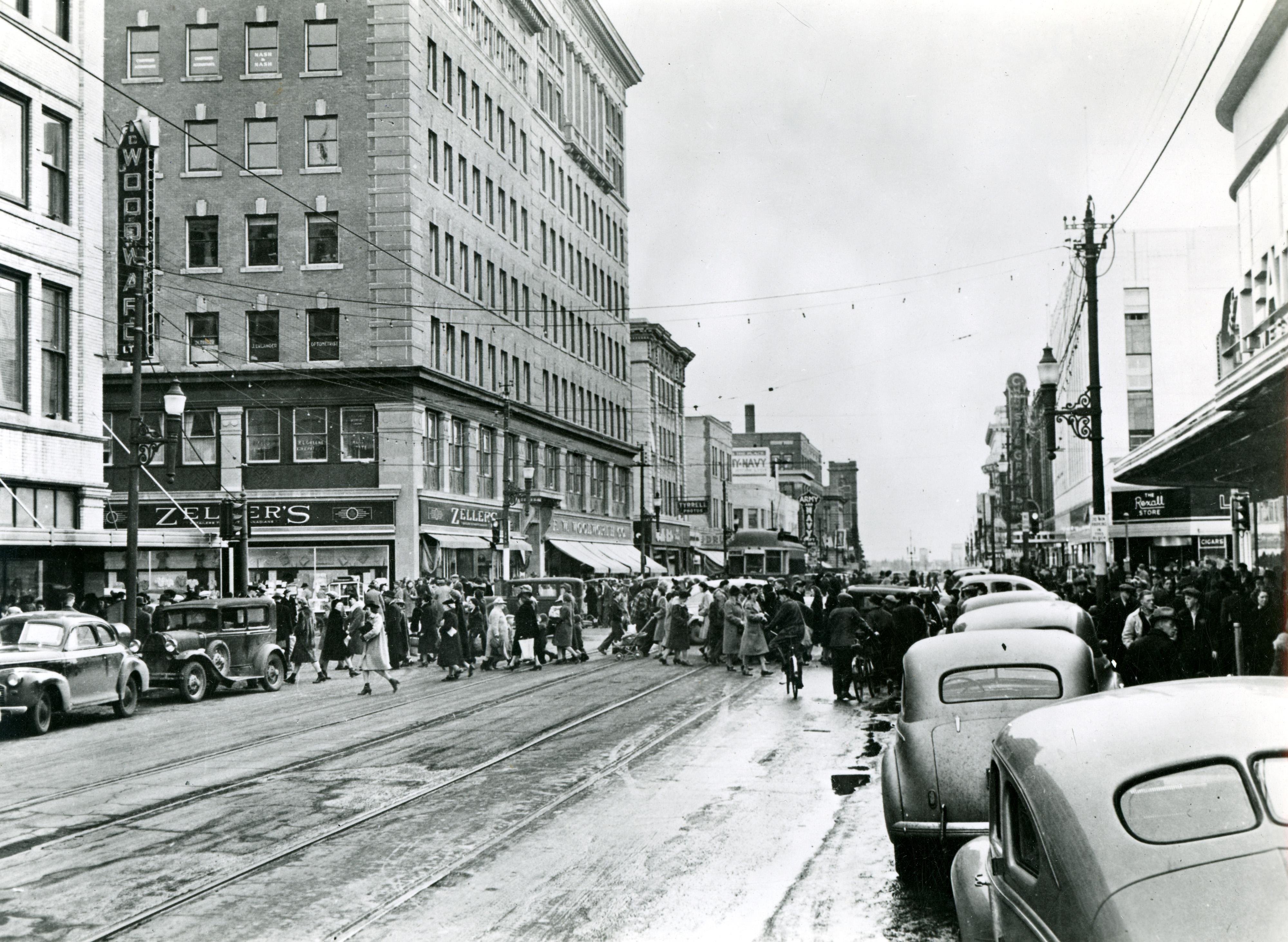 Vintage Street Scene 119