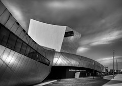 Imperial War Museum North (Freeshot) Tags: blackandwhite canon manchester salfordquays salford 450d