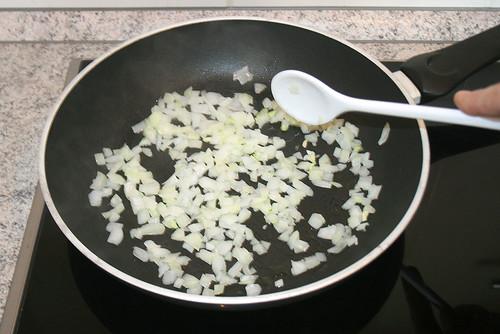 15 - Zwiebeln anschwitzen