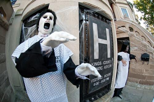 HalloweenExterior2011-14