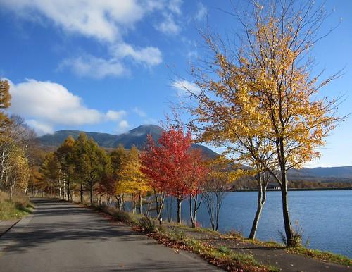 女神湖の紅葉① 2011.10.26 by Poran111