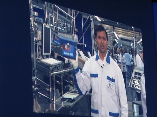 Nokia World 2011活動現場視訊連線諾基亞芬蘭工廠出貨實況