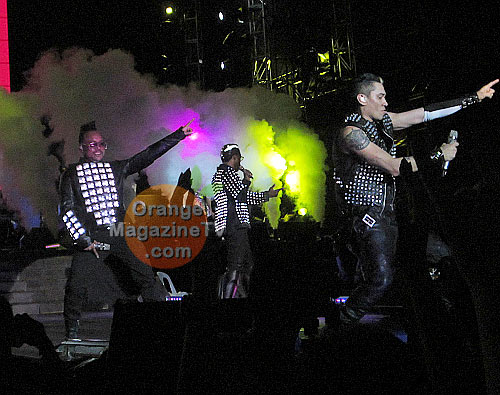 apl.de.ap and Taboo dancing on-stage