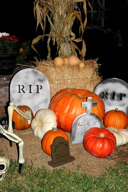 Halloween Decor while Trick-or-Treating