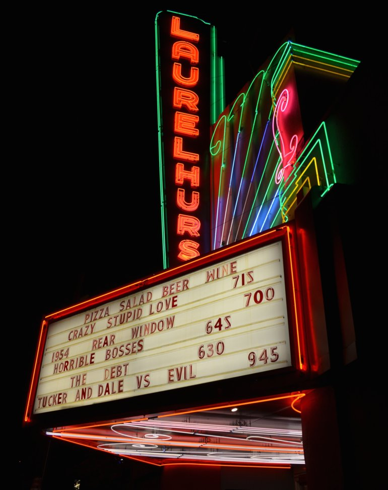 DSC_0784p_laurelhurst_theater_neon