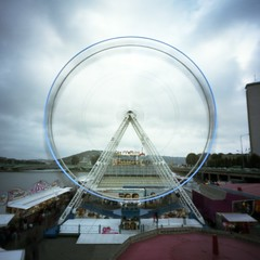 Blowing wheel (nik) Tags: wheel clouds fun 3d fair pinhole rouen nuages roue stnop portra160