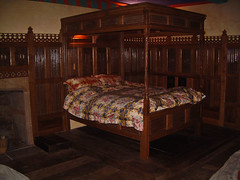 Oak linen fold four poster bed (Bude Woodworking) Tags: bed oak furniture panels fourposter brownoak linenfold