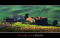"""Tutti in città!       """"Campagna toscana"""" (marcorenieri) Tags: panorama verde italia tramonto tetto campagna tuscany toscana frana albero controluce casolare grano abbandono gambassi"""