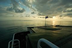 (YAVET B) Tags: ocean blue light sea sky luz water azul clouds sunrise thailand island agua heaven paradise ship tailandia cielo kohsamui nubes samui paraiso paradiso oceano suratthani thaiflag