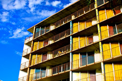 Hotel Retro (gastelummoller) Tags: travel blue arizona sky building textura tourism colors phoenix azul architecture clouds floors vintage hotel arquitectura rooms desert patterns retro cielo scottsdale colourful diseo vacaciones sixties colorido pisos 60s valleyho